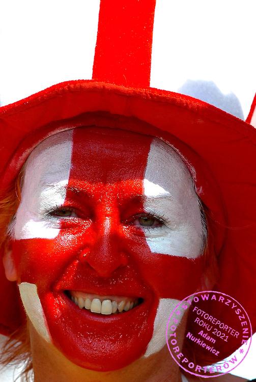n/z.: Angielscy kibice podczas meczu rundy 1/8 Anglia (biale) - Ekwador (zolte) 1:0 podczas turnieju finalowego Mistrzostw Swiata Niemcy 2006 , pilka nozna , Niemcy , Stuttgart , 25-06-2006 , fot.: Adam Nurkiewicz / mediasport..English supporters during soccer match 1/8 round  in Stuttgart during World Cup 2006. June 25, 2006 ; England (white) - Ecuador (yellow) 1:0 ; football , Germany , Stuttgart ( Photo by Adam Nurkiewicz / mediasport )