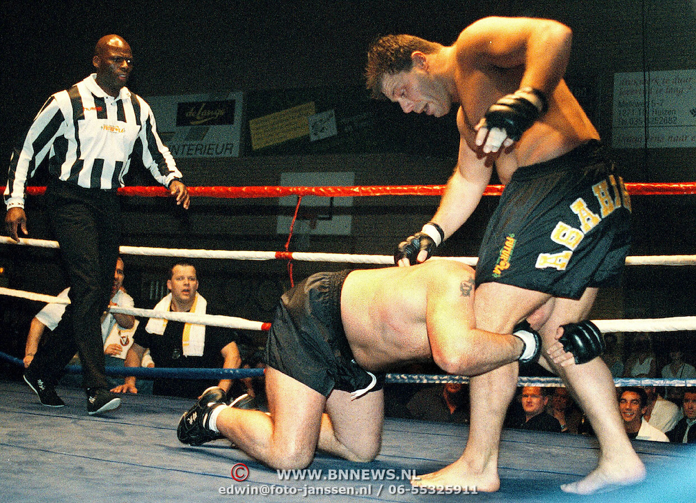 Kickbox boks gala in de Bun Huizen, Thielrooy (staand) - van Gammeren