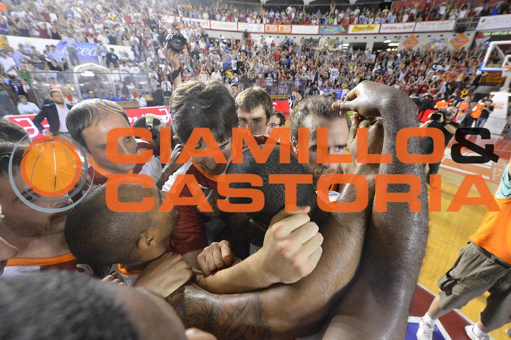 DESCRIZIONE : Roma Lega A 2012-2013 Acea Roma Montepaschi Siena  playoff finale gara 2<br /> GIOCATORE : Team<br /> CATEGORIA : Esultanza<br /> SQUADRA : Acea Roma<br /> EVENTO : Campionato Lega A 2012-2013 playoff finale gara 2<br /> GARA : Acea Roma Montepaschi Siena <br /> DATA : 13/06/2013<br /> SPORT : Pallacanestro <br /> AUTORE : Agenzia Ciamillo-Castoria/GiulioCiamillo<br /> Galleria : Lega Basket A 2012-2013  <br /> Fotonotizia : Roma Lega A 2012-2013 Acea Roma Montepaschi Siena  playoff finale gara 2