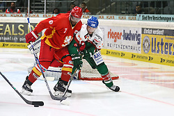 28.11.2014, Curt Frenzel Stadion, Augsburg, GER, DEL, Augsburger Panther vs Duesseldorfer EG, 21. Runde, im Bild Kampf um den Puck zwischen Belle (DEG;li.) und Panther-Neuzugang Greg Moore (Augsburger Panther #26) // during Germans DEL Icehockey League 21th round match between Augsburger Panther and Duesseldorfer EG at the Curt Frenzel Stadion in Augsburg, Germany on 2014/11/28. EXPA Pictures &copy; 2014, PhotoCredit: EXPA/ Eibner-Pressefoto/ Krieger<br /> <br /> *****ATTENTION - OUT of GER*****