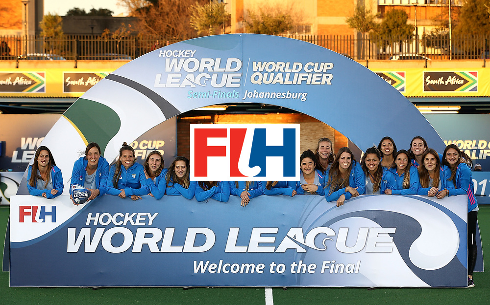 JOHANNESBURG, SOUTH AFRICA - JULY 23:  Argentina pose after securing 4th place during day 9 of the FIH Hockey World League Women's Semi Finals at Wits University on July 23, 2017 in Johannesburg, South Africa.  (Photo by Jan Kruger/Getty Images for FIH)
