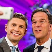 NLD/Amsterdam/20170507 - Gehandicapte Mis(s) verkiezing 2017, Euvgenia Levchenko en premier Mark Rutte