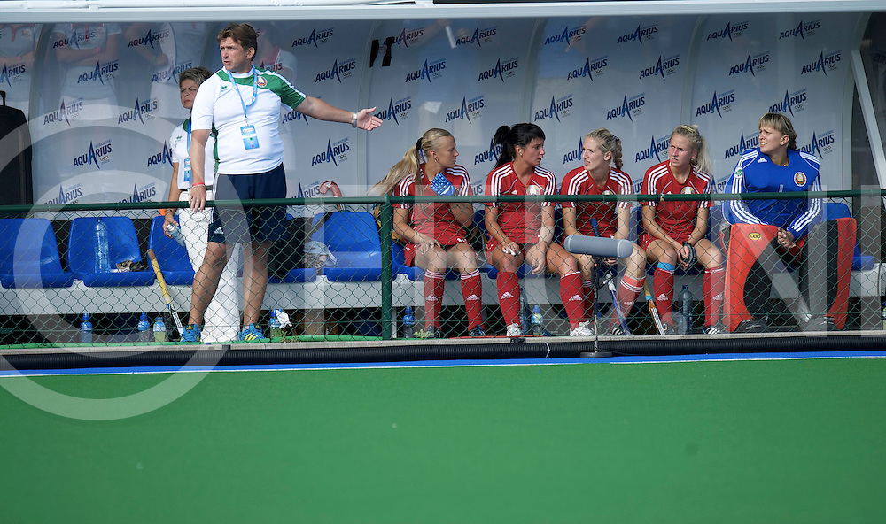 BOOM - Trifinance EuroHockey Championships women<br /> Ireland v Belarus<br /> Foto:  coach dugout<br /> FFU PRESS AGENCY COPYRIGHT FRANK UIJLENBROEK