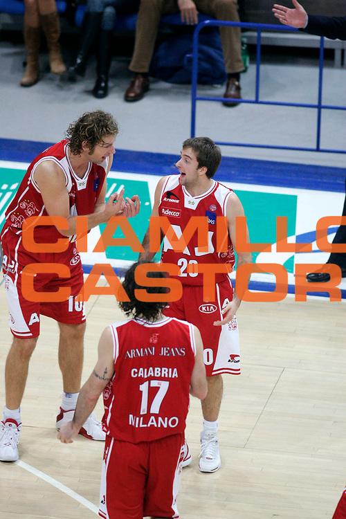 DESCRIZIONE : Bologna Lega A1 2005-06 Climamio Fortitudo Bologna Armani Jeans Milano <br /> GIOCATORE : Galanda Cavaliero Team Milano <br /> SQUADRA : Armani Jeans Milano <br /> EVENTO : Campionato Lega A1 2005-2006 <br /> GARA : Climamio Fortitudo Bologna Armani Jeans Milano <br /> DATA : 20/11/2005 <br /> CATEGORIA : Delusione <br /> SPORT : Pallacanestro <br /> AUTORE : Agenzia Ciamillo-Castoria/G.Ciamillo