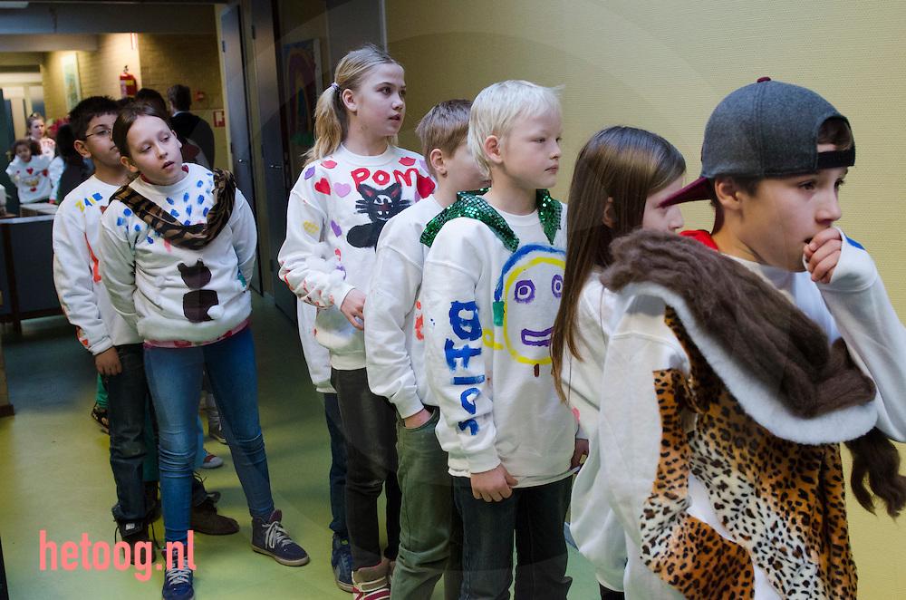 netherlands, enschede 6feb2015 warmetruiendag freinetschool enschede reudinkstraat