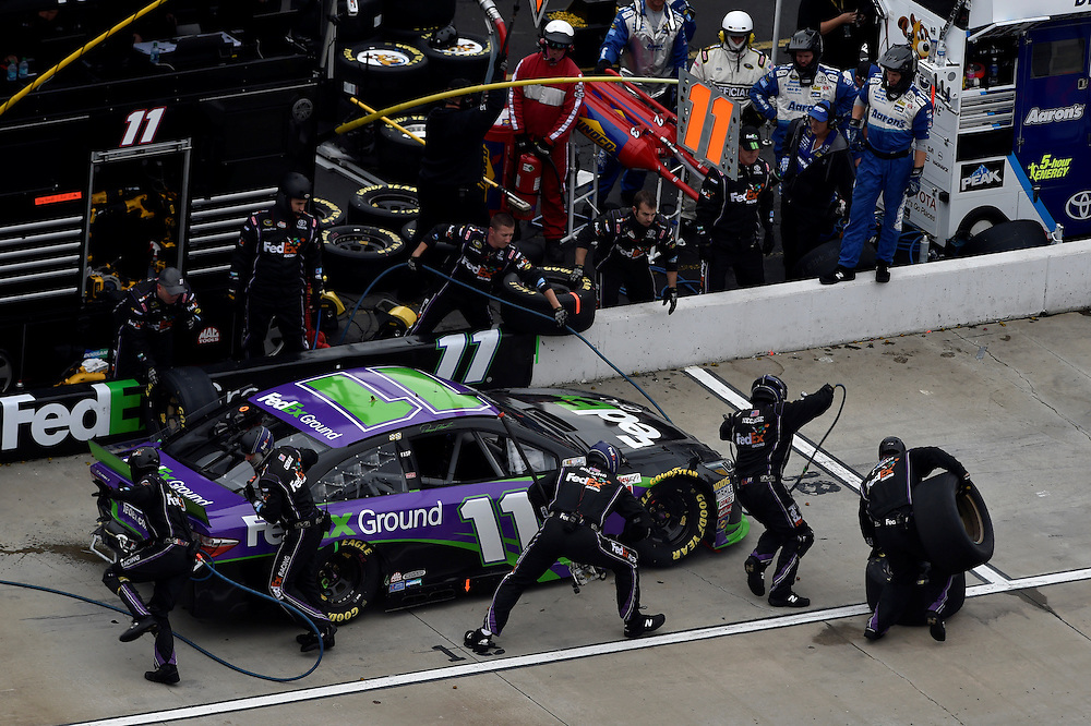 30 October - 1 November, 2015, Martinsville, Virginia USA<br /> Denny Hamlin, FedEx Ground Toyota Camry pit stop<br /> &copy;2015 Scott R LePage <br /> LAT Photo USA