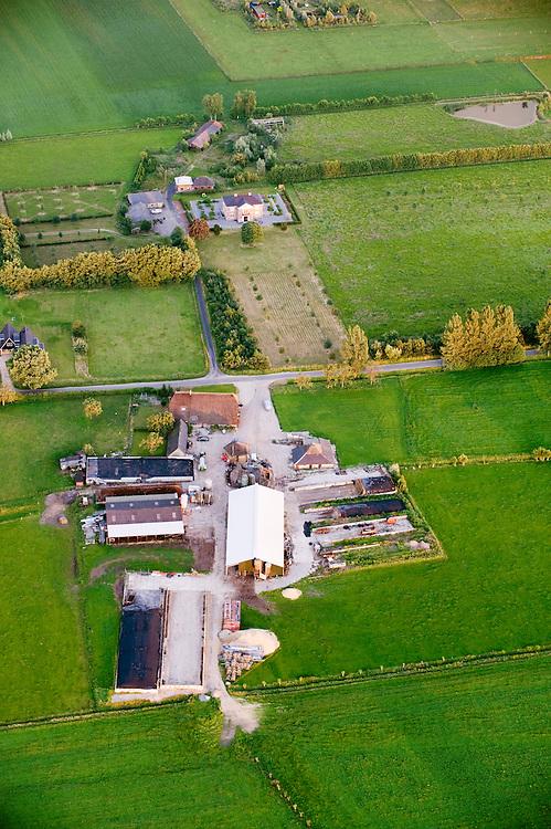 Nederland, Amerongen, 11 juni 2008.Luchtfoto van landschap tussen Leersum en Amerongen, gezien vanuit hete luchtballon....Foto (c) Michiel Wijnbergh