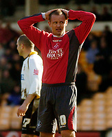 Photo: Glyn Thomas.<br />Port Vale v Swansea City. Coca Cola League 1. 08/04/2006.<br />Swansea's Lee Trundle holds his head in his hands.