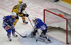 13.12.2016, Albert Schultz Halle, Wien, AUT, EBEL, UPC Vienna Capitals vs EC VSV, 30. Runde, im Bild Kevin Wehrs (EC VSV), Kelsey Tessier (UPC Vienna Capitals) und Olivier Roy (EC VSV) // during the Erste Bank Icehockey League 30th Round match between UPC Vienna Capitals and EC VSV at the Albert Schultz Ice Arena, Vienna, Austria on 2016/12/13. EXPA Pictures © 2016, PhotoCredit: EXPA/ Thomas Haumer