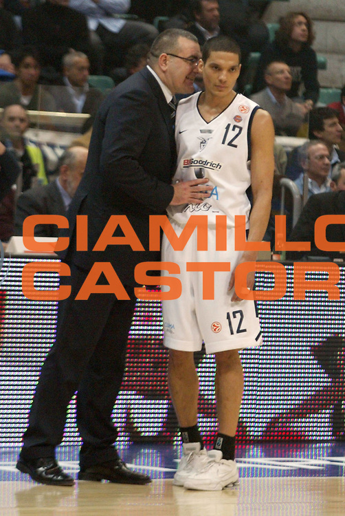 DESCRIZIONE : Bologna Eurolega 2005-2006 Climamio Fortitudo Bologna Maccabi TelAviv<br />GIOCATORE : Repesa-Green<br />SQUADRA : Fortitudo Climamio Bologna<br />EVENTO : Bologna Eurolega 2005-06 Climamio Fortitudo Bologna Maccabi TelAviv<br />GARA : Climamio Fortitudo Bologna Maccabi TelAviv<br />DATA : 09/03/2006<br />CATEGORIA : tiro<br />SPORT : Pallacanestro <br />AUTORE : Agenzia Ciamillo-Castoria/L.Villani<br />Galleria : Eurolega 2005-2006<br />Fotonotizia:Bologna Eurolega 2005-2006 Climamio Bologna-Maccabi Telaviv<br />Predefinita: