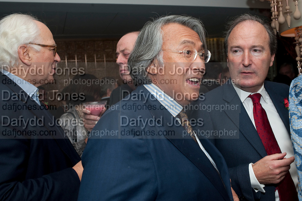 SIR EVELYN DE ROTHSCHILD;  NICHOLAS SOAMES; DAVID TANG; CHARLES MOORE, Launch of Nicky Haslam's book Redeeming Features. Aqua Nueva. 5th floor. 240 Regent St. London W1.  5 November 2009.  *** Local Caption *** -DO NOT ARCHIVE-© Copyright Photograph by Dafydd Jones. 248 Clapham Rd. London SW9 0PZ. Tel 0207 820 0771. www.dafjones.com.<br /> SIR EVELYN DE ROTHSCHILD;  NICHOLAS SOAMES; DAVID TANG; CHARLES MOORE, Launch of Nicky Haslam's book Redeeming Features. Aqua Nueva. 5th floor. 240 Regent St. London W1.  5 November 2009.