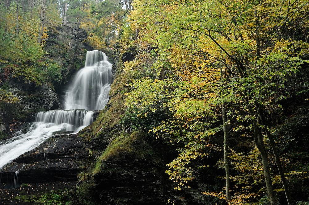 Dingmans Falls, Waterfalls, Fall colors, Delaware Water Gap National Recreation Area, Pennsylvania, USA