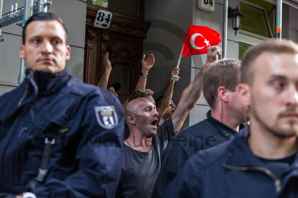 AKP Anh&auml;nger werden w&auml;hrend der Demonstration gegen den Milit&auml;rputsch und die AKP Regierung am 22.07.2016 in Berlin, Deutschland von der Polizei umstellt. Mehrere Hundert Menschen gingen auf die Stra&szlig;e um gegen die AKP-Regierung und die aktuelle Situation in der T&uuml;rkei zu demonstrieren. Foto: Markus Heine / heineimaging<br /> <br /> ------------------------------<br /> <br /> Ver&ouml;ffentlichung nur mit Fotografennennung, sowie gegen Honorar und Belegexemplar.<br /> <br /> Bankverbindung:<br /> IBAN: DE65660908000004437497<br /> BIC CODE: GENODE61BBB<br /> Badische Beamten Bank Karlsruhe<br /> <br /> USt-IdNr: DE291853306<br /> <br /> Please note:<br /> All rights reserved! Don't publish without copyright!<br /> <br /> Stand: 07.2016<br /> <br /> ------------------------------