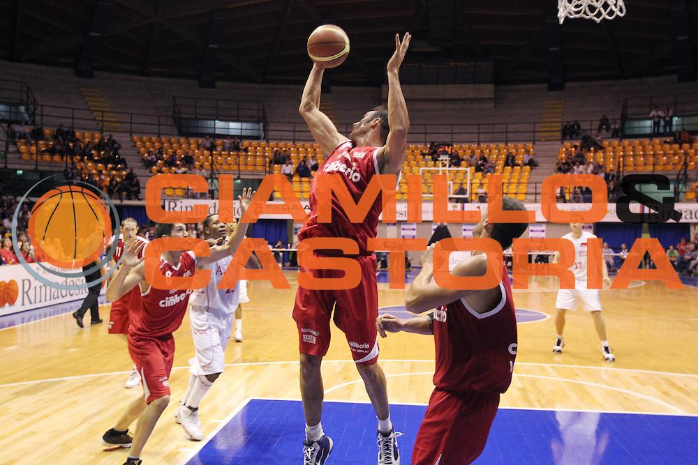DESCRIZIONE : Desio Lega A 2010-11 Amichevole Trofeo Lombardia Armani Jeans Milano Cimberio Varese<br /> GIOCATORE : Diego Fajardo<br /> SQUADRA : Cimberio Varese<br /> EVENTO : Campionato Lega A 2010-2011<br /> GARA : Amichevole Trofeo Lombardia Armani Jeans Milano Cimberio Varese<br /> DATA : 25/09/2010<br /> CATEGORIA : Rimbalzo<br /> SPORT : Pallacanestro<br /> AUTORE : Agenzia Ciamillo-Castoria/G.Cottini<br /> Galleria : Lega Basket A 2010-2011<br /> Fotonotizia : Desio Lega A 2010-11 Amichevole Trofeo Lombardia Armani Jeans Milano Cimberio Varese<br /> Predefinita :
