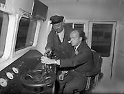 09/10/1959<br /> 10/09/1959<br /> 09 October 1959<br /> MInister drives the train! Minister for Minister for Transport and Power, Erskine Childers, leaving for cork at the controls of the Cork train at Kingsbridge (Heuston) station, Dublin.