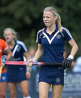 AMSTELVEEN - HOCKEY - Kari Stam van Pinoke  tijdens de eerste competitiewedstrijd van het nieuwe seizoen tussen de vrouwen van Pinoke en Bloemendaal. COPYRIGHT KOEN SUYK