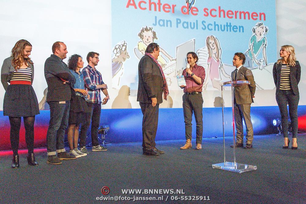 NLD/Hilversum/20160110 - NOS Journaal bestaat60 jaar en viert dit met Festival van het Nieuws, jeugdjournaalpresentatoren krijgen het eerste boek overhandigt van Jan Paul Scholten