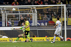 "28.01.2012, Signal Iduna Park, Dortmund, GER, 1. FBL, Borussia Dortmund vs 1899 Hoffenheim, 19. Spieltag, im Bild v.l. Kevin Grosskreutz (Borussia Dortmund) erzielt das Tor zum 2:0, Tom Starke (TSG 1899 Hoffenheim), Tobias Weis (TSG 1899 Hoffenheim), Aktion // during the football match of the german ""Bundesliga"", 19th round, between GER, 1. FBL, Borussia Dortmund and 1899 Hoffenheim, at the Signal Iduna Park, Dortmund, Germany on 2012/01/28. EXPA Pictures © 2012, PhotoCredit: EXPA/ Eibner/ Oliver Vogler..***** ATTENTION - OUT OF GER *****"
