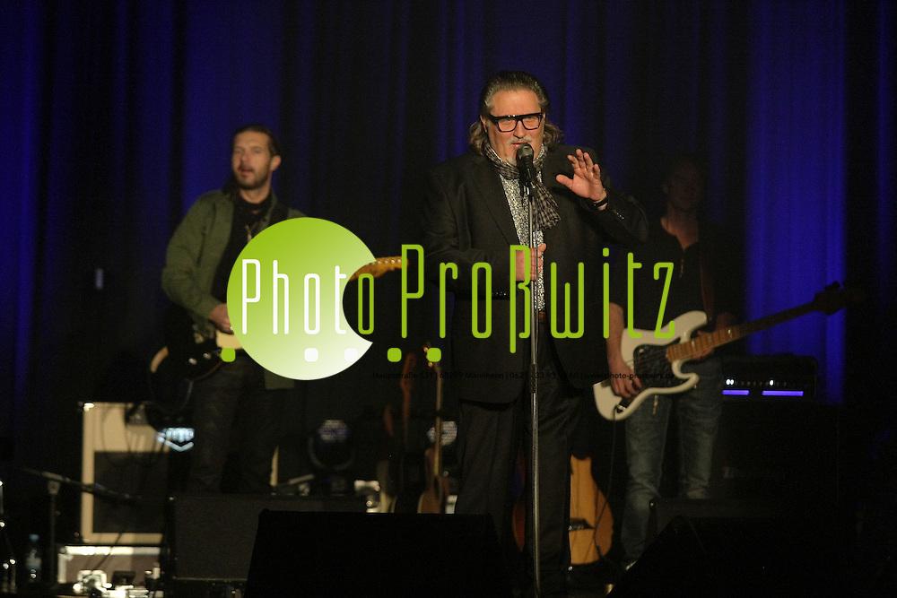 Mannheim. 09.12.2011. Capitol. Konzert. Edo Zanki<br /> <br /> <br /> Bild: Markus Proflwitz 10DEC11 / masterpress /