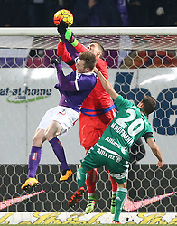 14.02.2016, Generali Arena, Wien, AUT, 1. FBL, FK Austria Wien vs SK Rapid Wien, 22. Runde, im Bild Kevin Friesenbichler (FK Austria Wien), Richard Strebinger (SK Rapid Wien) und Maximilian Hofmann (SK Rapid Wien) // during Austrian Football Bundesliga Match, 22nd Round, between FK Austria Vienna and SK Rapid Vienna at the Generali Arena, Vienna, Austria on 2016/02/14. EXPA Pictures © 2016, PhotoCredit: EXPA/ Thomas Haumer