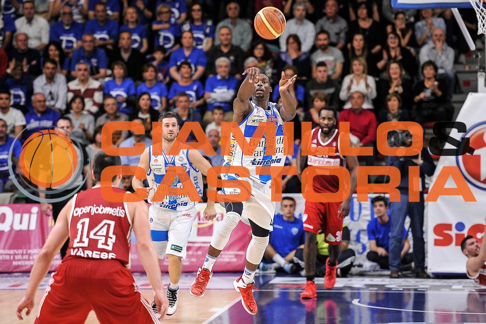 DESCRIZIONE : Campionato 2014/15 Dinamo Banco di Sardegna Sassari - Openjobmetis Varese<br /> GIOCATORE : Rakim Sanders<br /> CATEGORIA : Tiro Tre Punti Three Points Ultimo Tiro Buzzer Beater<br /> SQUADRA : Dinamo Banco di Sardegna Sassari<br /> EVENTO : LegaBasket Serie A Beko 2014/2015<br /> GARA : Dinamo Banco di Sardegna Sassari - Openjobmetis Varese<br /> DATA : 19/04/2015<br /> SPORT : Pallacanestro <br /> AUTORE : Agenzia Ciamillo-Castoria/L.Canu<br /> Predefinita :