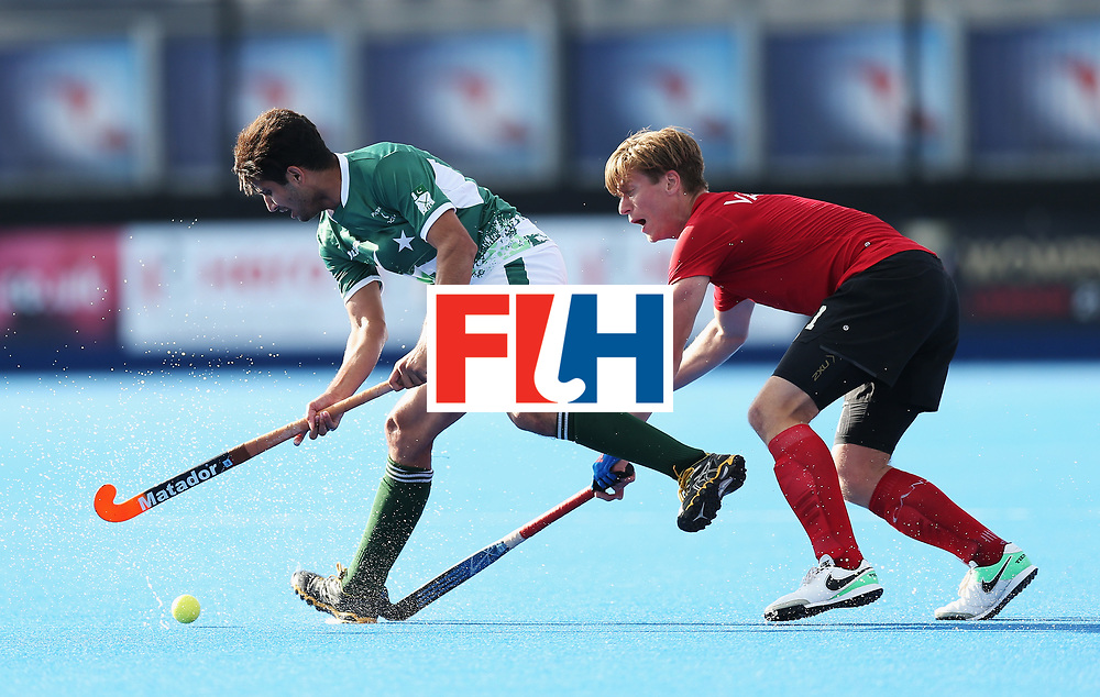 LONDON, ENGLAND - JUNE 16:  Muhammad Rizwan Jr. of Pakistan evades Foris Van Son of Canada during the Hero Hockey World League Semi-Final Pool B match between Pakistan and Canada at Lee Valley Hockey and Tennis Centre on June 16, 2017 in London, England.  (Photo by Alex Morton/Getty Images)