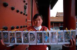 CHINA BEIJING APR99 - A Chinese woman sells postcards at the Imperial Palace compound. ..jre/Photo by Jiri Rezac..© Jiri Rezac 1999..Contact: +44 (0) 7050 110 417.Mobile:  +44 (0) 7801 337 683.Office:  +44 (0) 20 8968 9635..Email:   jiri@jirirezac.com.Web:    www.jirirezac.com..© All images Jiri Rezac 1999 - All rights reserved.