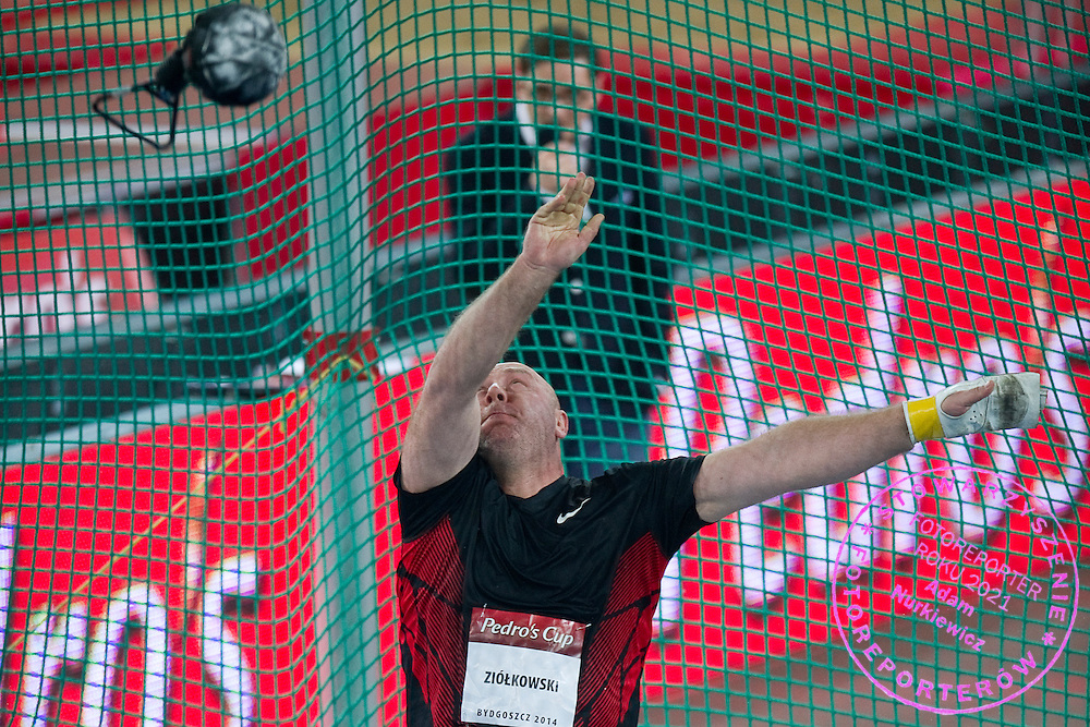 Szymon Ziolkowski of Poland competes at weight throw during athletics meeting Pedro's Cup 2014 at Luczniczka Hall in Bydgoszcz, Poland.<br /> <br /> Poland, Bydgoszcz, January 31, 2014.<br /> <br /> Picture also available in RAW (NEF) or TIFF format on special request.<br /> <br /> For editorial use only. Any commercial or promotional use requires permission.<br /> <br /> Mandatory credit:<br /> Photo by &copy; Adam Nurkiewicz / Mediasport