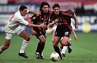 Fotball. UEFA-cup 2001/2002.<br /> Milan v Hapoel Tel Aviv 21.03.2002.<br /> Jose Chamot og Ivan Gattuso, Milan og Istvan Pisont, Hapoel.<br /> Foto: J-Christophe Lemasson, Digitalsport