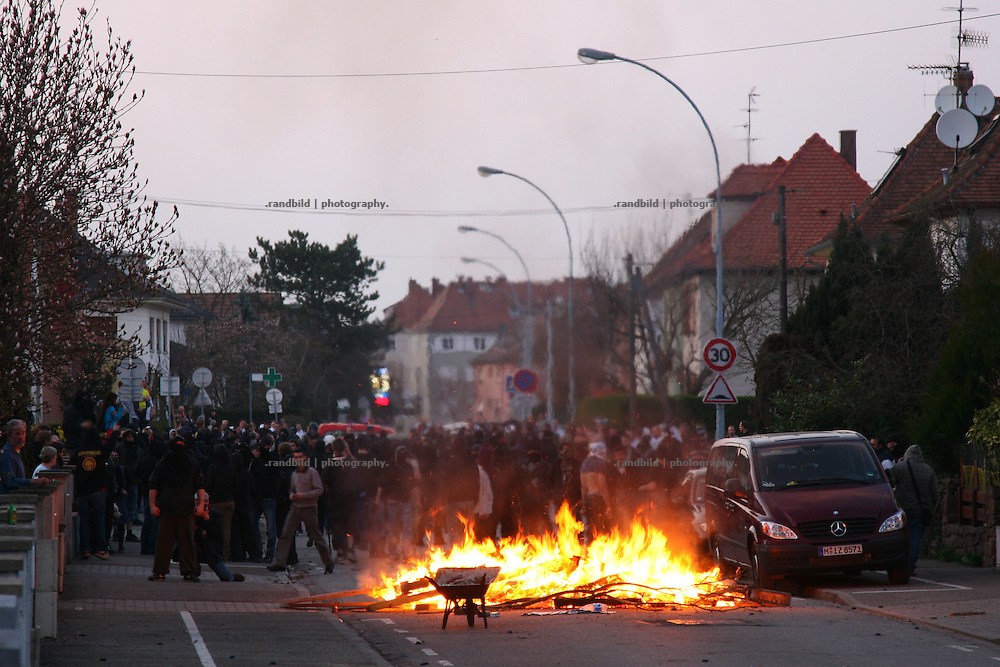 One day before the Nato Summit starts in France several hundred protesters demonstrated in the southern outskirts of strasbourg against police repression and violence. During the clashes stones were throwen to the police and barricades have been erected in a residential area. The police fought against the protesters by shooting gas granates and rubber bullets.