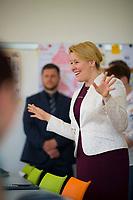 DEU, Deutschland, Germany, Berlin, 18.04.2018: Bundesfamilienministerin Dr. Franziska Giffey (SPD) beim Besuch einer Berufsfachschule für Altenpflege des Evangelischen Johannesstifts in Spandau.