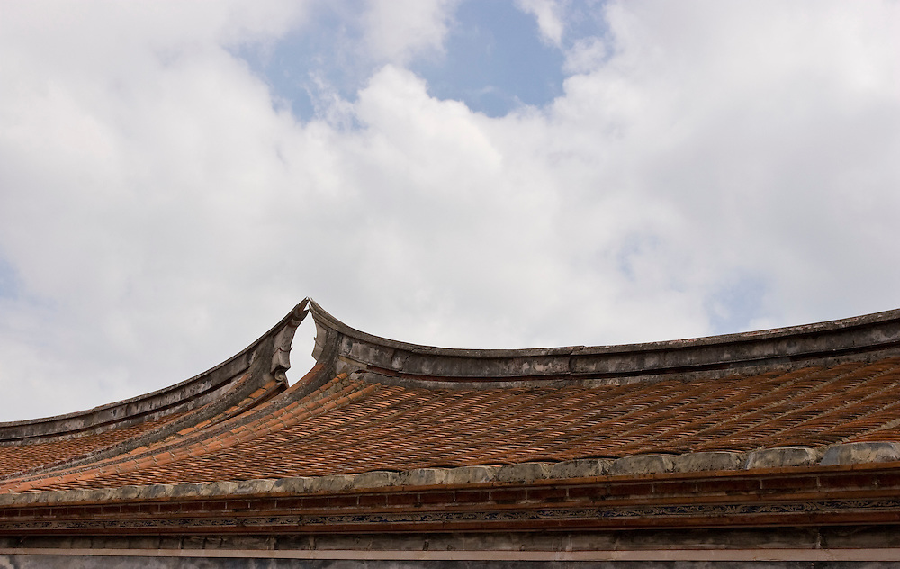 Traditional architecture on Kinmen, Republic of China ROC (Taiwan). ..Kinmen (Jinmen) formely known as Quemoy. The island lies less than 2km off the coast of China, and in 1949 was turned into a front-line of defense for Taiwan by Chiang Kai-shek and the Chinese nationalist Kuomintang (KMT) in the ongoing war with the communist PRC. The island existed under martial law until 1993. Today, Kinmen is a popular tourist destination and home to a lot of traditional Fujian-style architecture.