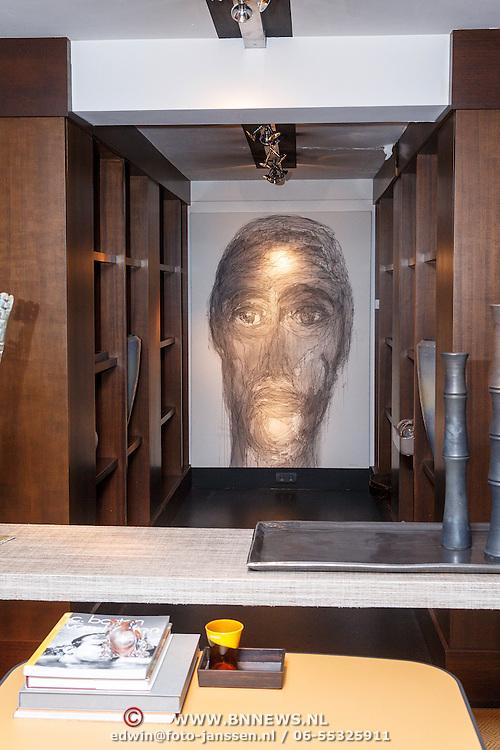 NLD/Laren/20150501 - Presentatie Artwork Mart Visser in de orangerie van Wolterinck Studio & Store, Schilderij Mart Visser