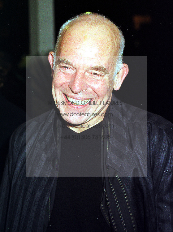 Actor JOHN SHRAPNEL at an exhibition in London on 27th September 1999.MWT 35
