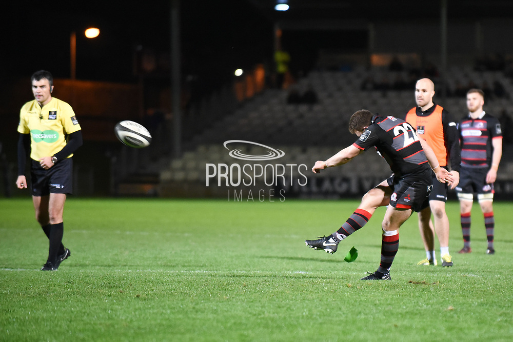 Duncan Weir slots home penalty to take score to 16-15 during the Guinness Pro 14 2017_18 match between Edinburgh Rugby and Zebre at Myreside Stadium, Edinburgh, Scotland on 6 October 2017. Photo by Kevin Murray.