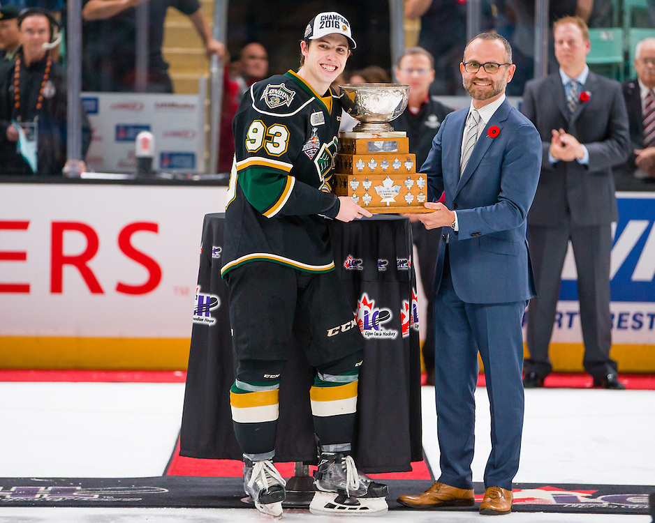 Milos Vranesevic, VP, Head of Marketing MasterCard Canada presents the Stafford Smythe Memorial Trophy to Mitch Marner of the London Knights. Photo by Rob Wallator / CHL Images.