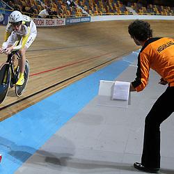 Ellen van Dijk in actie in de finale