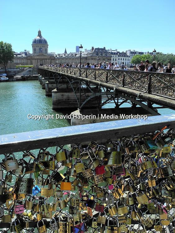 Lovers' locks, Pont des Artes