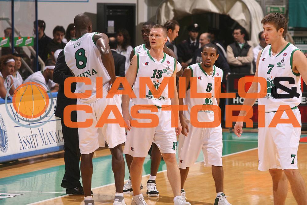DESCRIZIONE : Siena Lega A1 2006-07 Montepaschi Siena Vidivici Virtus Bologna<br /> GIOCATORE : Team Siena <br /> SQUADRA : Montepaschi Siena <br /> EVENTO : Campionato Lega A1 2006-2007 <br /> GARA : Montepaschi Siena Vidivici Virtus Bologna <br /> DATA : 25/11/2006 <br /> CATEGORIA : Ritratto <br /> SPORT : Pallacanestro <br /> AUTORE : Agenzia Ciamillo-Castoria/G.Ciamillo