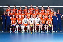 20150506 NED: Selectie Nederlands volleybal team mannen, Arnhem<br />Op Papendal werd het Nederlands team volleybal seizoen 2015-2016 gepresenteerd / Teamfoto met staf<br />©2015-FotoHoogendoorn.nl / Pim Waslander