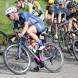 02-05-2015: Wielrennen: Ronde van Overijssel mannen: Rijssen  <br />RIJSSEN (NED) wielrennen:  De 63e ronde van Overijssel heeft als zwaarte punt de heuveltjes rond Ootmarsum en de Sallandse heuvelrug. Net als in de ronde van Vlaanderen kent men in Overijssel het dorp van de ronde. In 2015 is de eer aan Markelo.<br />Steven Lammertink (Enter) bij het afrijden van de eerste stenenstrook bij Vriezenveen
