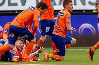1. divisjon fotball 2018: Aalesund - Mjøndalen. Aalesunds Adam Örn Arnarson (t.v.) gratuleres med 2-1 i førstedivisjonskampen i fotball mellom Aalesund og Mjøndalen på Color Line Stadion.