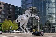 Heidelberg, S-Printing Horse, größte Pferdeskulptur der Welt,  Print Media Academy, Baden-Württemberg, Deutschland.| .Heidelberg, modern sculpture S-Printing Horse, Print Media Academy building, Baden-Wurttemberg, Germany.