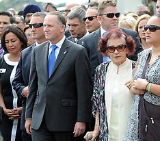 Waitangi-Politicians welcomed onto Te Tii Marae