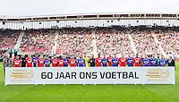 ALKMAAR - 10-09-2016, AZ - Willem II, AFAS Stadion, Cor Stolzenbach van Willem II (r), Hugo Hovenkamp AZ (l)., aftrap, 60 jaar betaald voetbal.