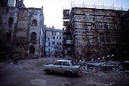 GDR, German Democratic Republic, Leipzig, backyard, decrepit houses.....DDR, Deutsche Demokratische Republik, Leipzig, Hinterhof, baufaellige Haeuser...Januar/January 1990