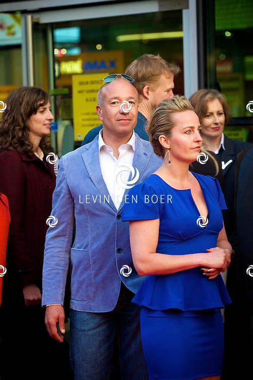 AMSTERDAM - Bij het Pathe ArenA Theater is de filmpremière van Spiderman II gehouden. Met hier op de foto Tom Coronel en Esther Schouten. FOTO LEVIN DEN BOER - PERSFOTO.NU