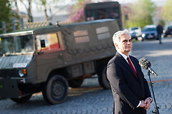 13.04.2016, Heckenast-Burian-Kaserne, Wien, AUT, Bundesregierung, Stärkung des Bundesheeres für mehr Sicherheit, im Bild Bundeskanzler Werner Faymann (SPÖ) // Federal Chancellor of Austria Werner Faymann during press statement of the austrian chancellor and defence minister according to strengthening the austrian armed forces for more security in Vienna, Austria on 2016/04/13, EXPA Pictures © 2016, PhotoCredit: EXPA/ Michael Gruber