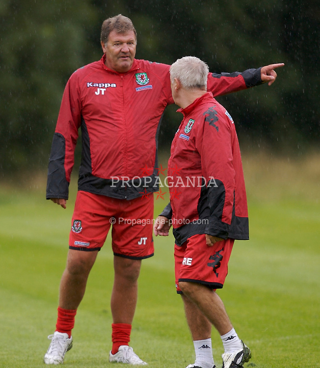 Cardiff, Wales - Monday, August 20, 2007: Wales' manager John Toshack and assistant Roy Evans training at the Vale of Glamorgan Hotel ahead of their trip to Borgass to play Bulgaria in a friendly match on Wednesday. (Photo by David Rawcliffe/Propaganda)