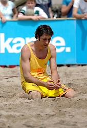 18-06-2006 VOLLEYBAL: CITY BEACH TOUR: GOUDA<br /> De finales van de City Beach! Tour stond dit weekend op de markt van Gouda / <br /> &copy;2006-WWW.FOTOHOOGENDOORN.NL